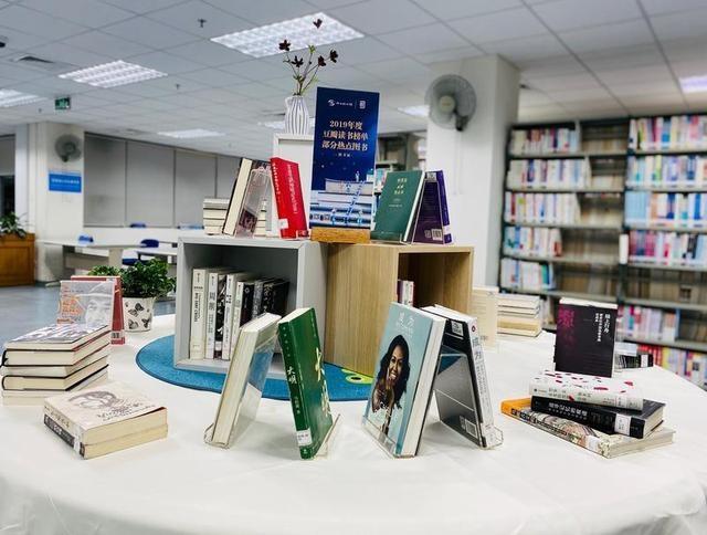 """南山图书馆将举办""""2019年豆瓣读书榜单热点图书书展"""" 随时解救书荒的你"""