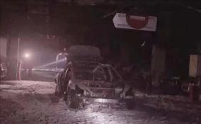 上海特斯拉Model 3车库爆炸起火 整车被烧成骨架