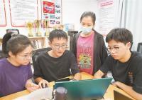 15名学子攻关柔性屏折叠技术 折叠次数提升四倍寿命提升30%