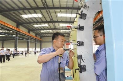 AC332直升机在将在天津完成从试制到适航取证的研制全过程