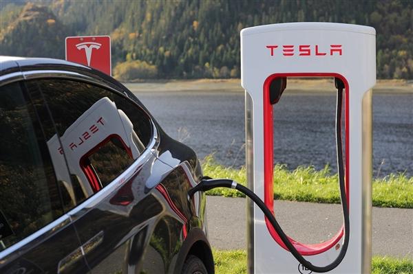 松下回应出售特斯拉股份 两家公司电池供应关系依旧稳定