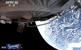 """神十二航天員在軌生活達48天 航天員展示太空""""花式健身"""""""