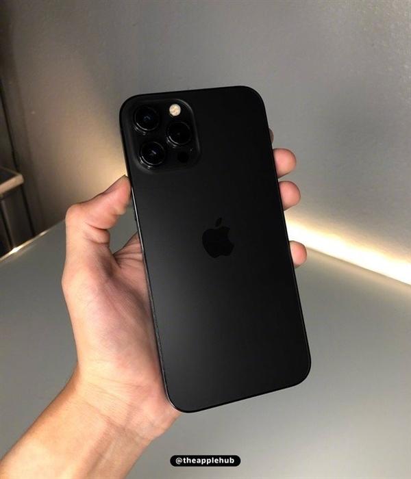 疑似iPhone 13 Pro上手图曝光 哑光黑整体质感更上一层楼
