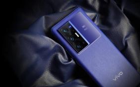 """vivo X70蓝色""""旷野""""版将于9月底上市 手机搭载自主研发专业影像芯片V1"""